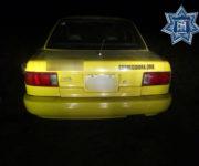 Policías de El Marqués resguardan vehículo con reporte de robo