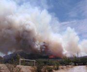 Registran fuerte incendio en el Cerro de la Venta, San Juan del Río