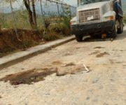 Vecinos de calle en Jalpan se quejan de mecánico que entorpece vialidad