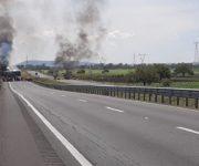 ALERTA: Bloquean Carretera Querétaro-Irapuato en ambos sentidos con quema de vehículo