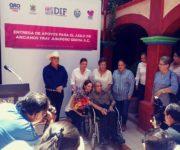 """Alcalde pinalense Isidro Garay y Karina Castro, Presidenta del DIF Estatal asisten a Asilo de Ancianos """"Fray Junípero Serra"""""""