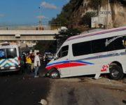 Aparatoso accidente se registra en la México-Querétaro en el Barrio de la Cruz, San Juan del Río