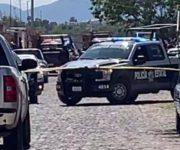 Persecución a 2 con al menos un arma larga en San Juan del Río, esperan orden de cateo para domicilio al que ingresaron