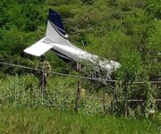 Falla en el motor la causa de aterrizaje forzoso de avioneta en Jalpan
