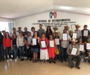 Entrega Iliana Montes reconocimientos a priístas de Arroyo Seco por 30 años de militancia