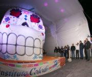 En SJR presentan Memo Vega y Coledi a Cathy, la Calavera de Azúcar más Grande del Mundo