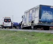Fallece al impactar su vehículo contra camión repartidor