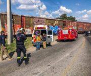 Tren embiste camión de pasajeros en El Marqués