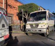 VIDEO FUERTE: Atropella y mata taxivan a señora en Centro de San Juan del Río