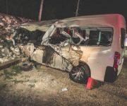 Torton impacta a camioneta de personal y se da a la fuga en El Marqués, dos lesionados graves