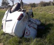 En persecución, patrulla estatal impacta y saca de camino a camioneta en SJR, 2 lesionados