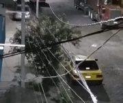 Hallan sin vida cuerpo de hombre encajuelado en taxi en Lomas de Casa Blanca, Querétaro