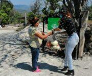 Recorre comunidades alcaldesa Iliana Montes, entregando apoyos alimentarios en Arroyo Seco