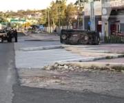 Vuelca y es aplastado por su propia camioneta en Querétaro