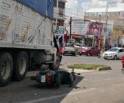 Impactante accidente protagoniza un Torton en San Juan del Río