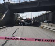 Cae vehículo a Avenida Central, San Juan del Río