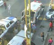 Joven mujer con fractura al quedar enmedio de choque entre autos en SJR